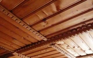 Монтируем потолок в деревянном доме