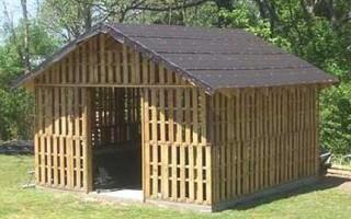 Строим деревянный сарай из поддонов